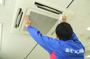 天井取付埋め込み型エアコンクリーニング